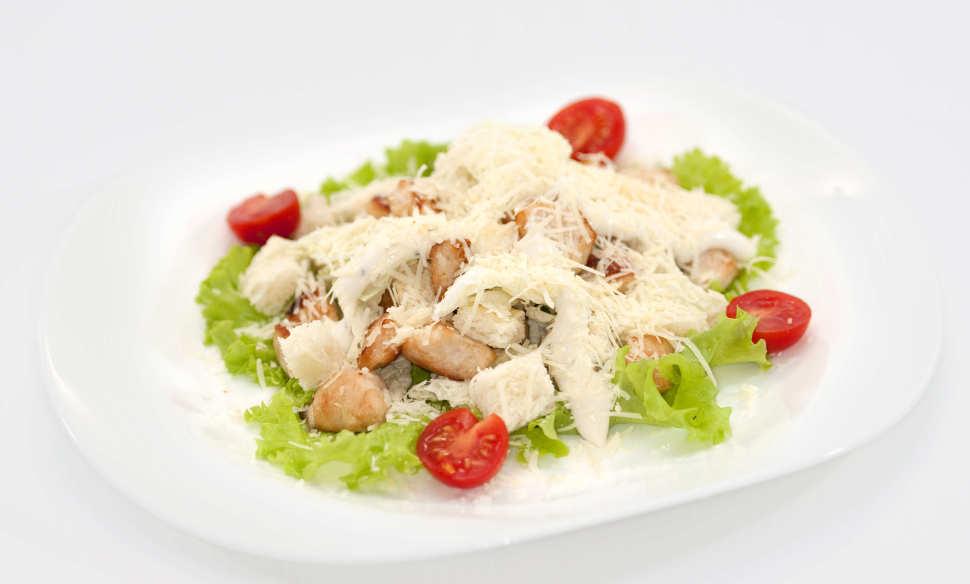 Приготовить салат цезарь с курицей видео